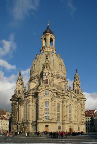 100130_150006_Dresden_Frauenkirche_winter_blue_sky-2