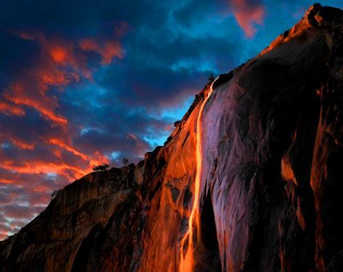 Płonący-wodospad