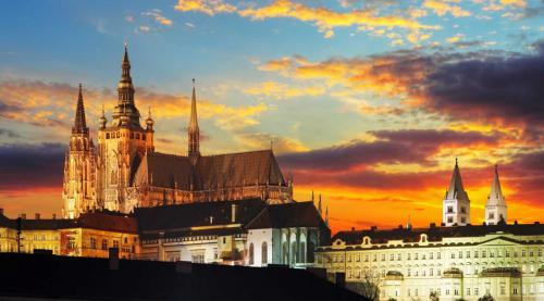 night-prague-castle